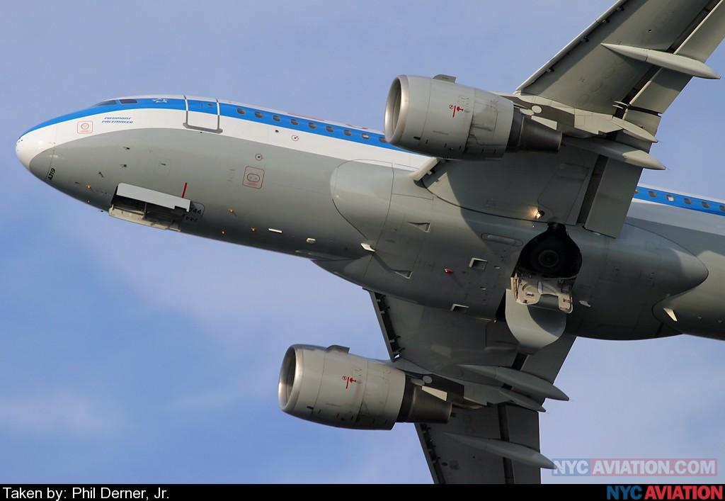 02ugkgSXYw-US_A319_N744P_LGA13Dep2_081906.jpg