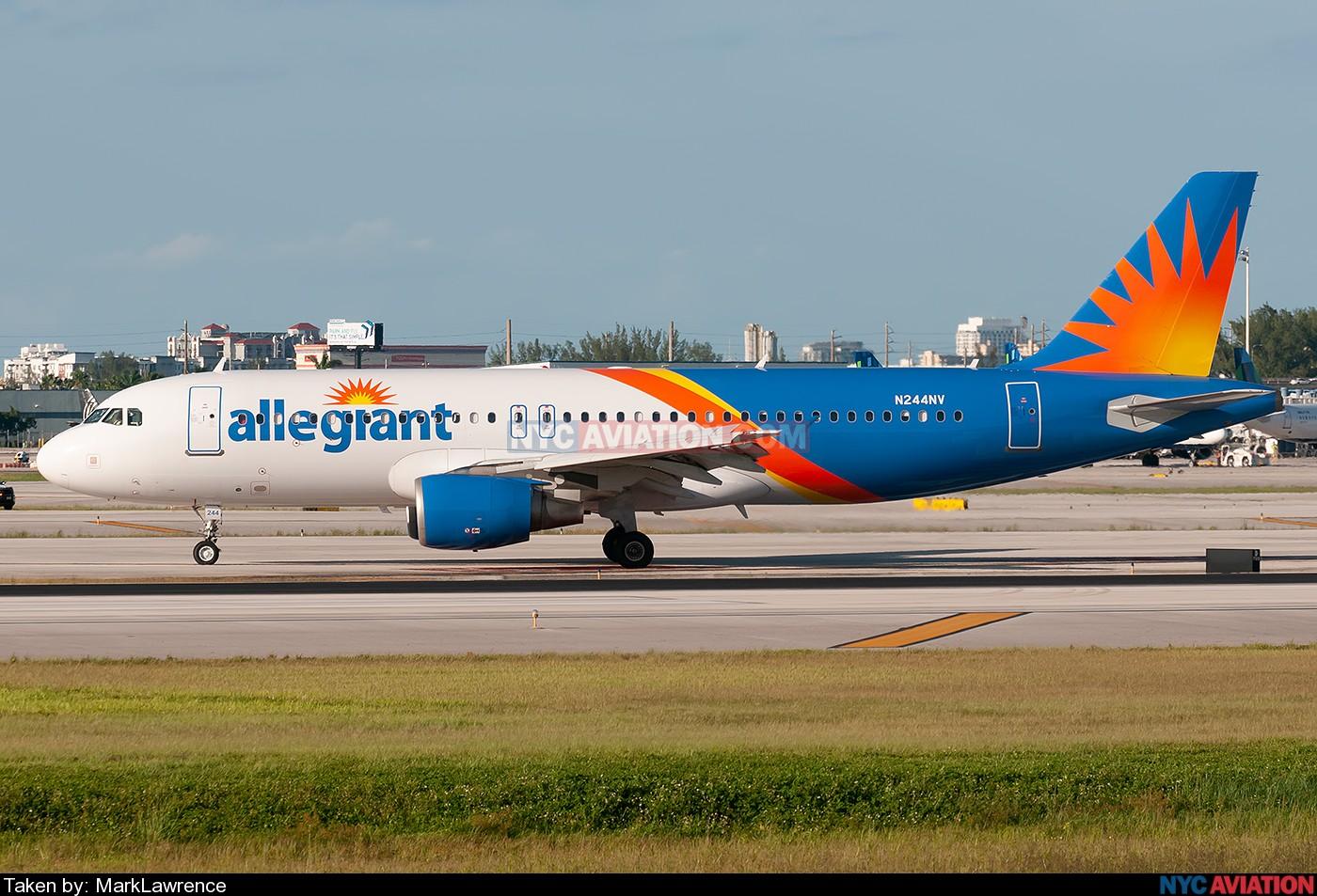 3U1LyTdIPG-A320-N244NV-KFLL-09052019.jpg