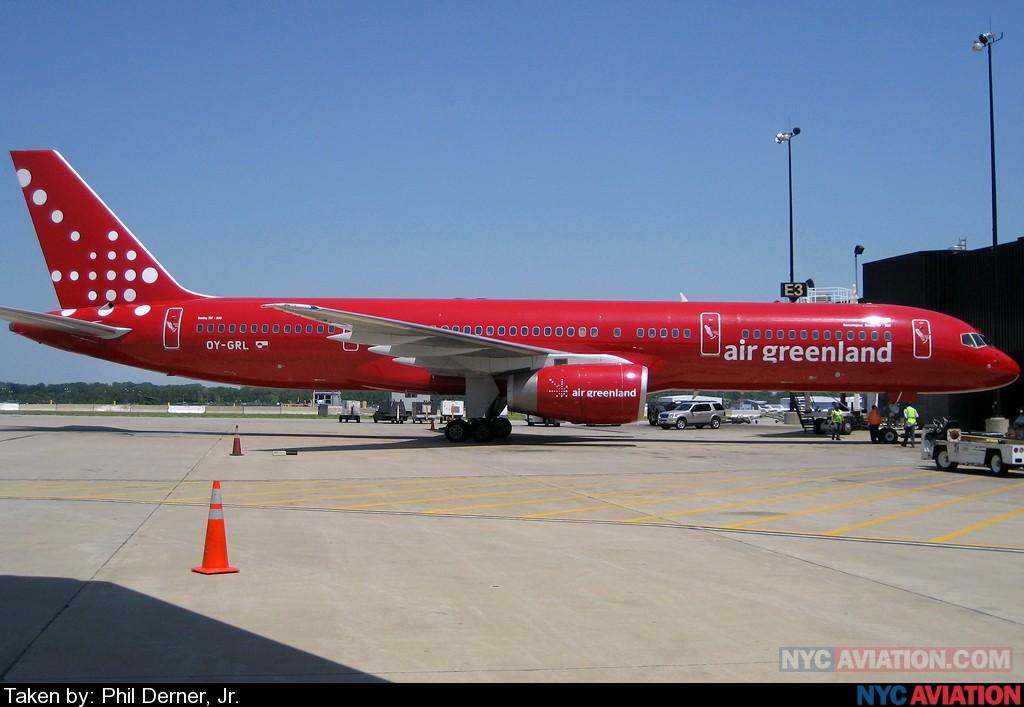BOHLDhtxeU-AirGreenland_752_OY-GRL_BWI_052407.jpg