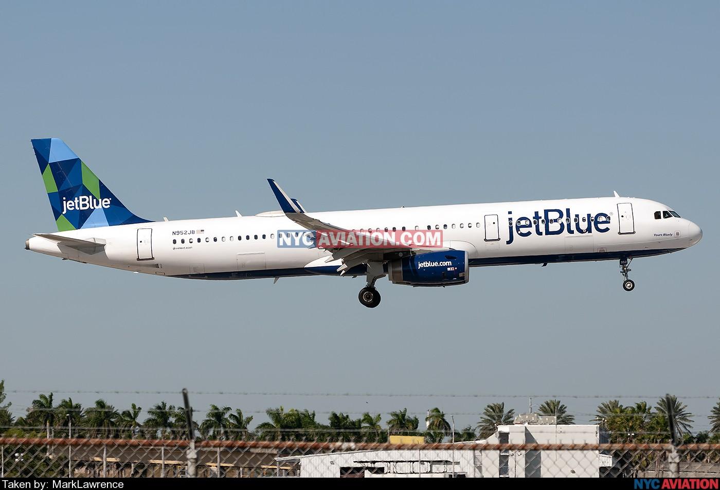e5I28CLZvx-A321-N952JB-KFLL-10292018.jpg