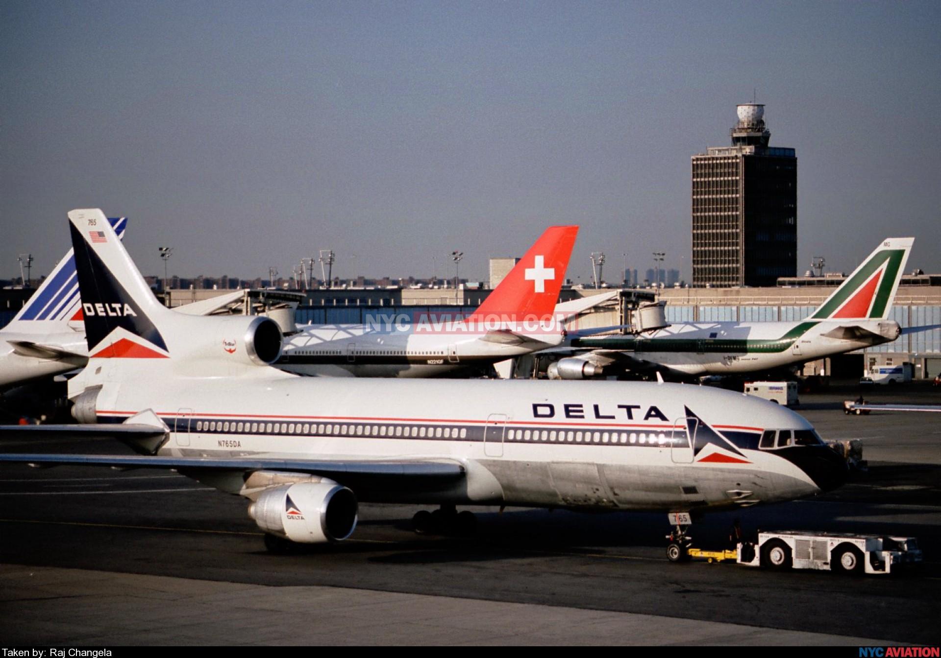 svv77h4Bue-N765DA,DLL1011-385,fside4-JFK KJFK 1223.jpg