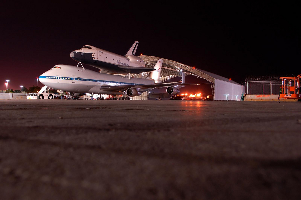Bug\'s eye view of the Shuttle Carrier Aircraft on the tarmac. (Photo by Guy Dickinson, CC BY-SA)