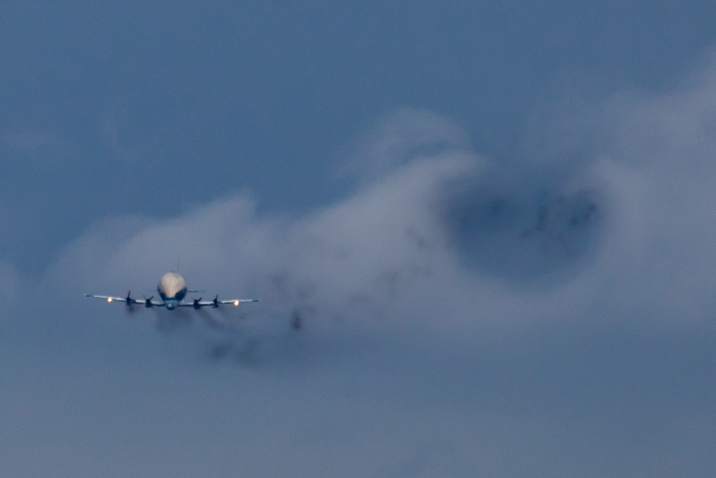 Super Guppy leaves a trail of dark exhaust on approach to Boeing Field. (Photo by Liem Bahneman/NYCAviation)