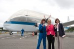 NASA astronauts Janet Kavandi and Bonnie Dunbar pose in front of the Super Guppy with Washington Governor Chris Gregoire. (Photo by Liem Bahneman/NYCAviation)