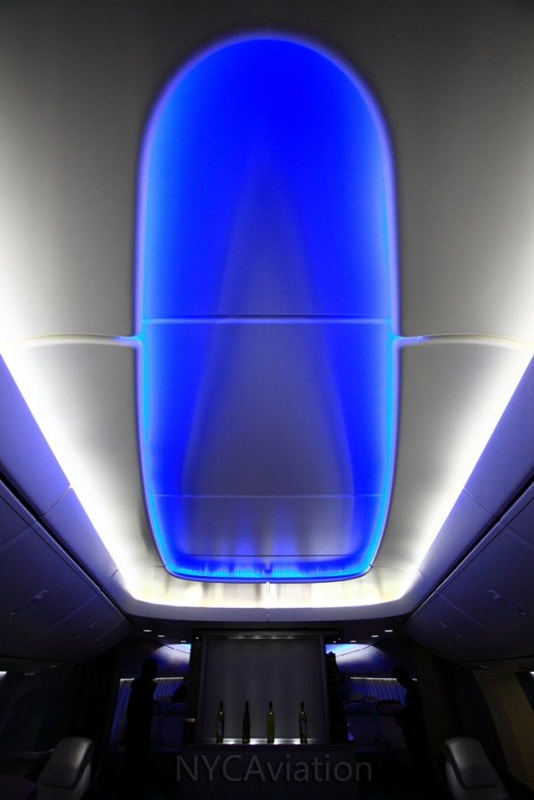 747-8I cabin mockup mood lighting