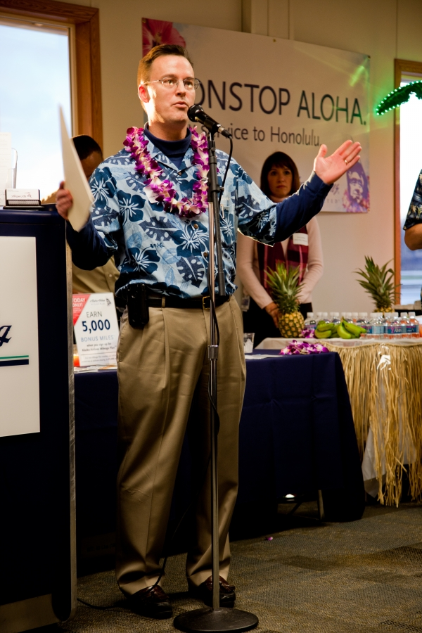 Joe Sprague, VP, Marketing for Alaska Airlines thanks all those in attendance for Alaska Airlines inaugural Bellingham to Honolulu Flight.