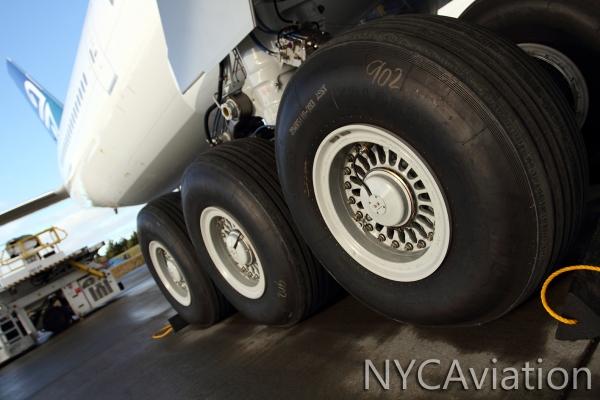 777-300ER landing gear truck