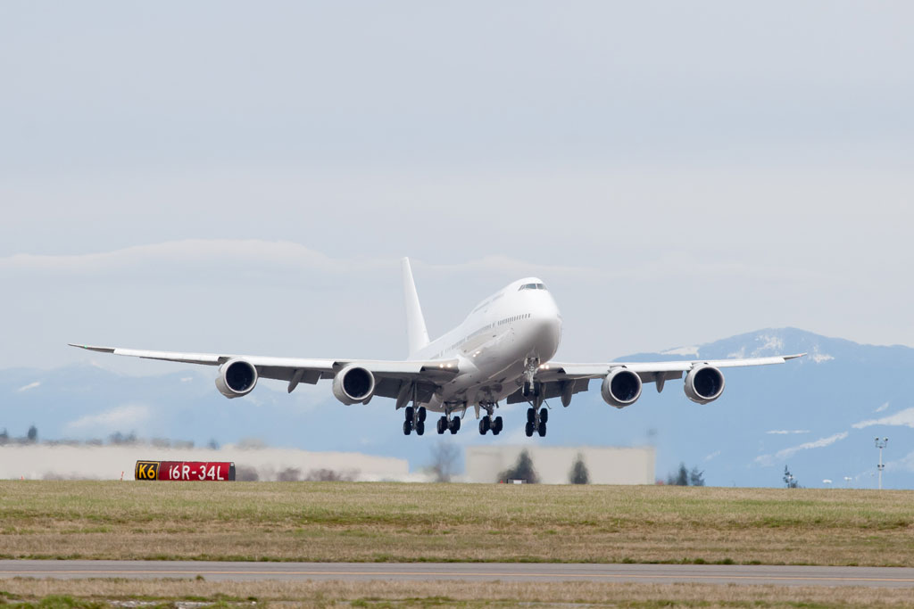 First Boeing 747-8 Intercontinental delivery, A7-HHE, takes off from Paine Field. (Photo by Liem Bahneman)