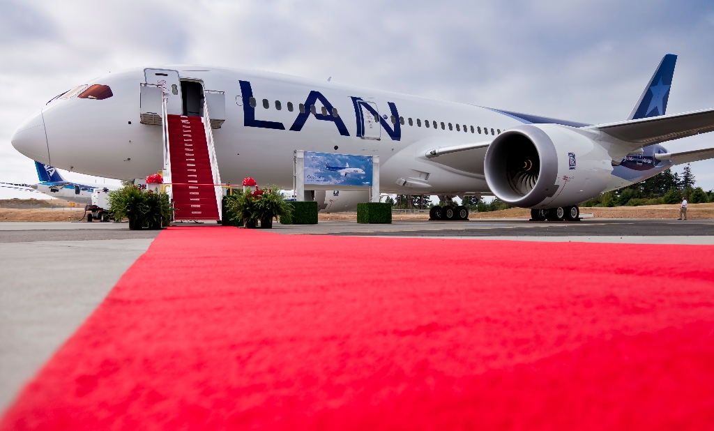 Photo Gallery 22 Pics Of First Lan Airlines Boeing 787