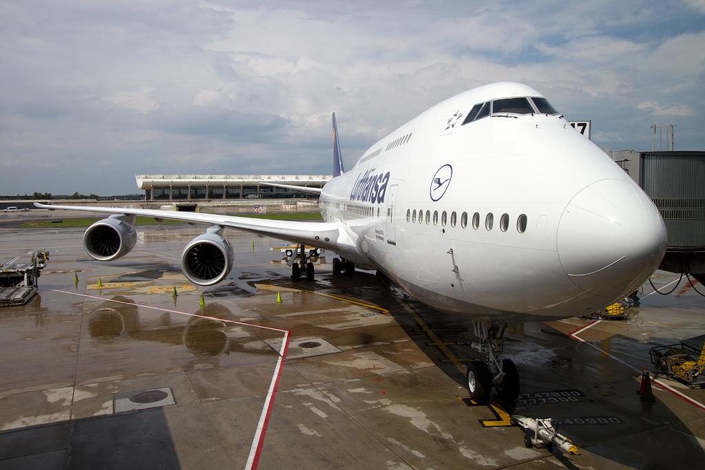 photos lufthansa 747 8 intercontinental inaugural flight to washington nycaviationnycaviation. Black Bedroom Furniture Sets. Home Design Ideas