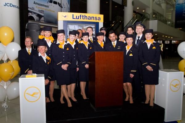 The crew of Lufthansa Flight 400. (Photo by Eric Dunetz/NYCAviation)