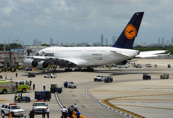 photos lufthansa begins first airbus a380 service to miami nycaviationnycaviation. Black Bedroom Furniture Sets. Home Design Ideas