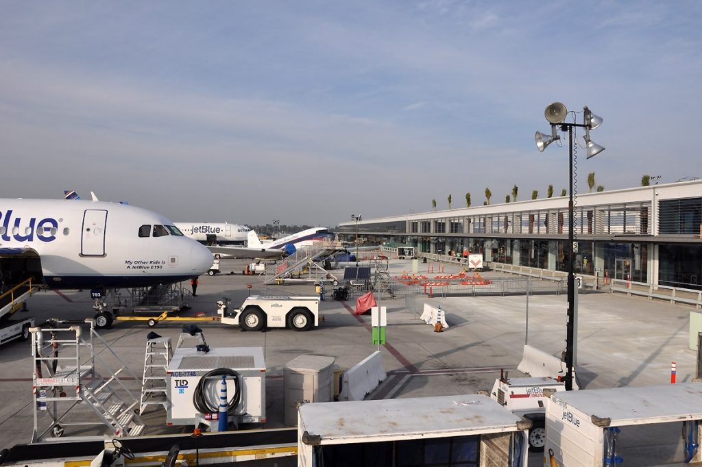 Airlines Using Long Beach Airport