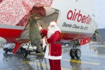 Santa loads a tree onto Air Berlin's Santa Claus Tour 2012 Boeing 737 (D-ABMJ). (Photo by Air Berlin)