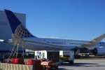 United's second Boeing 787 Dreamliner gets some attention. (Photo by Chris Sloan-Airchive.com)