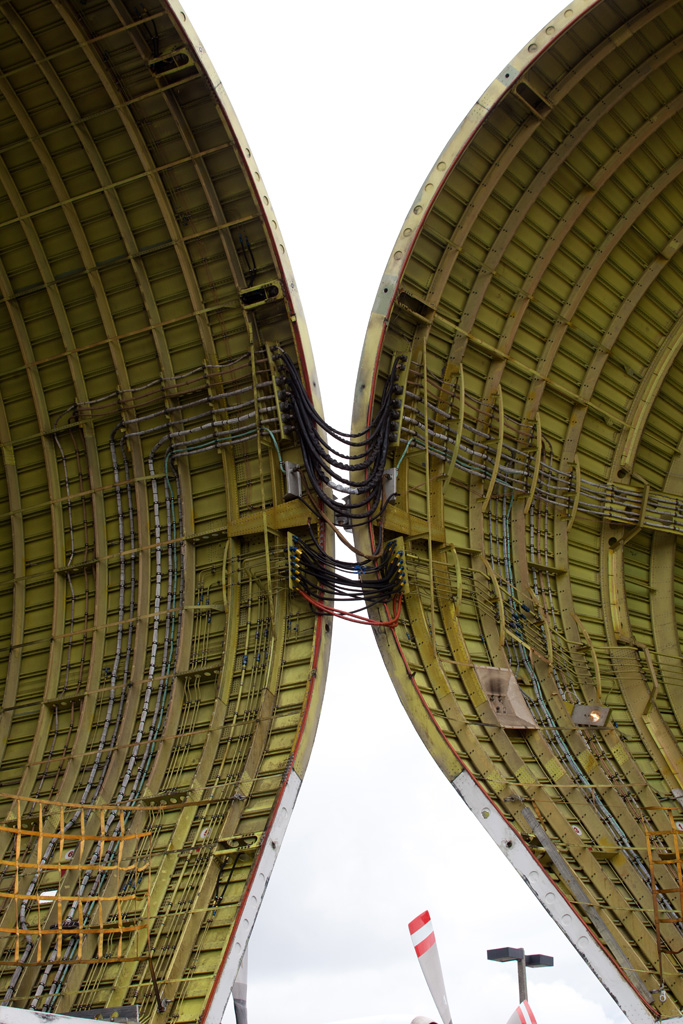 Closeup of Super Guppy hinges. (Photo by Liem Bahneman/NYCAviation)
