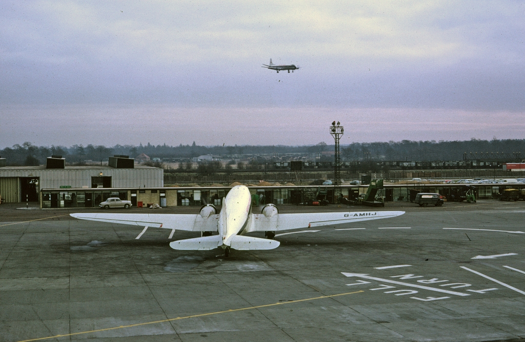 dc-3-mortons-air-services-g-amhj-gatwick-120566-wja
