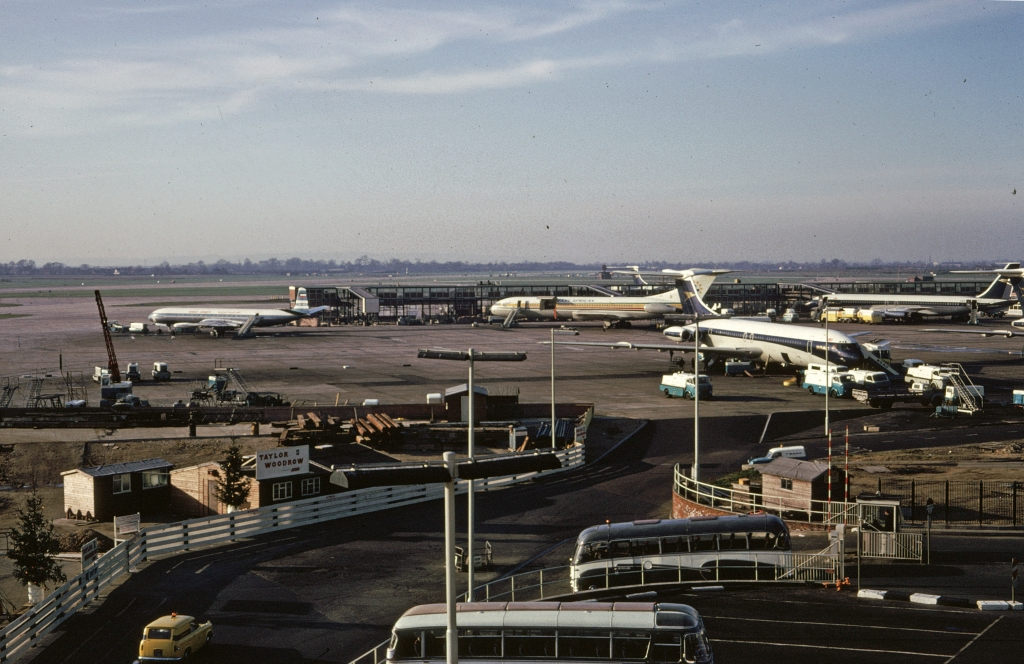 airports-london-heathrow-airport-lhr-d-120466-wja