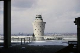 airports-new-york-lga-control-tower-032165-wja