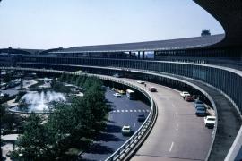 airports-new-york-lga-front-of-terminal-b-090769-wja