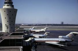 b-727-023-american-airlines-n1910-lga-090769-wja