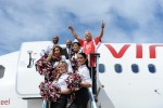 Sir Richard Branson cheers with some flight attendant/cheerleaders. (Photo by Manny Gonzalez/NYCAviation)