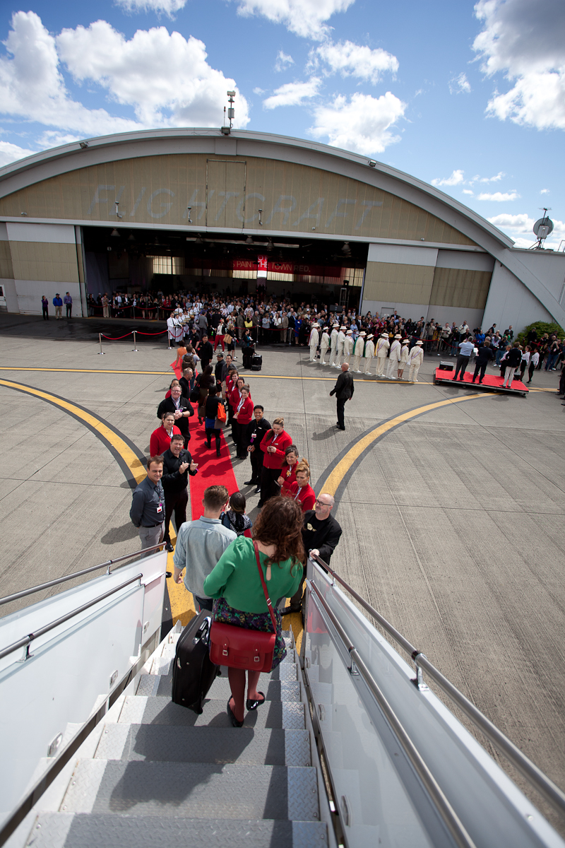 Deboarding via airstairs onto the red carpet. (Photo by Jeremy Dwyer-Lindgren/NYCAviation)