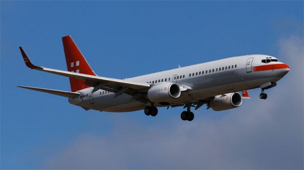 PrivatAir 737-86Q (HB-IIR) on final approach to ZRH. (Photograph by ponte1112)
