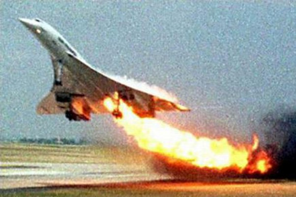 Air France Concorde F-BTSC on fire before crashing in Paris.