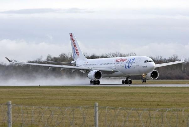 800px-Airbus_A330_Air_Europa
