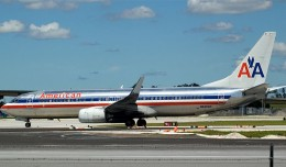 American Airlines 737-800 N945AN at FLL