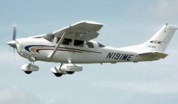 A Cessna 206, similar to this one above, crashed into Lake Michigan on Friday.