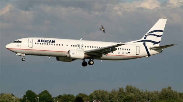 An Aegean 737-400 (SX-BGX) on short final at Amsterdam. (Photo by Joop Stroes)