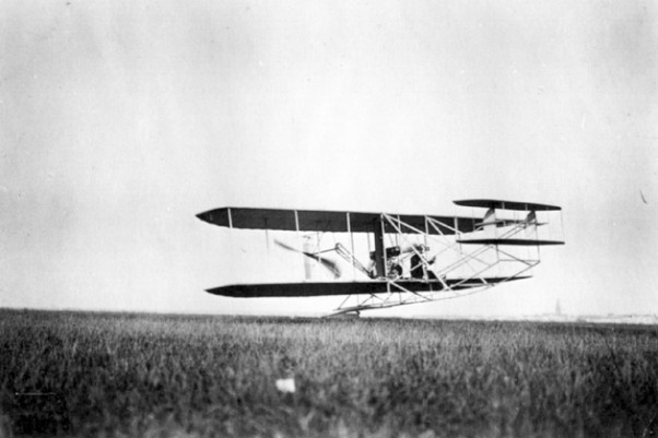 Wilbur Wright takes off from Le Mans, France.