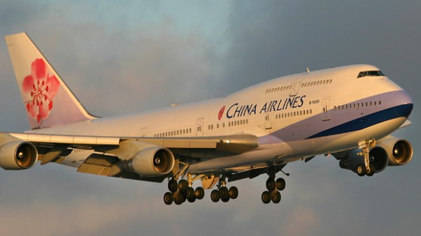 Air China 747-400 (B-18025) on approach to LAX. (Photo by Phil Derner, Jr.)