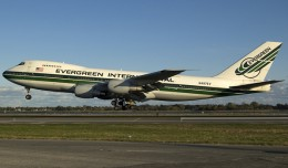 An Evergreen 747-200 (N487EV)  landing on runway 4R at New York's JFK Airport (Photo by Mark Lawrence)