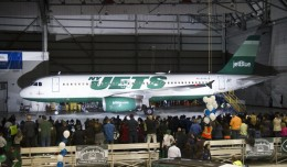 Jet Blue's New York Jets paint scheme on an Airbus A320 (N746JB). (Photo by Eric Dunetz)