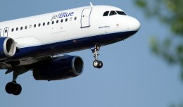 JetBlue Airbus A320 N605JB on final approach to JFK Airport in New York by Matt Molnar