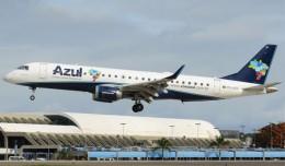 Photo of the Day: An Azul Embraer E-190 PR-AZD on very short final for Salvador da Bahia, Brazil