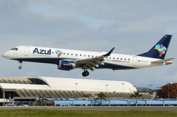 Photo of the Day: An Azul Embraer E-190 PR-AZD on very short final for Salvador da Bahia, Brazil