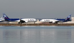 Photo of the Day: Two LAN Chile 767s Eskimo kissing at JFK while waiting to depart rwy 4L. (Photo by Mark Hsiung)
