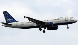 "JetBlue Airbus A320 known as ""Blue Sapphire"" (N568JB). (Photo by Matt Molnar)"