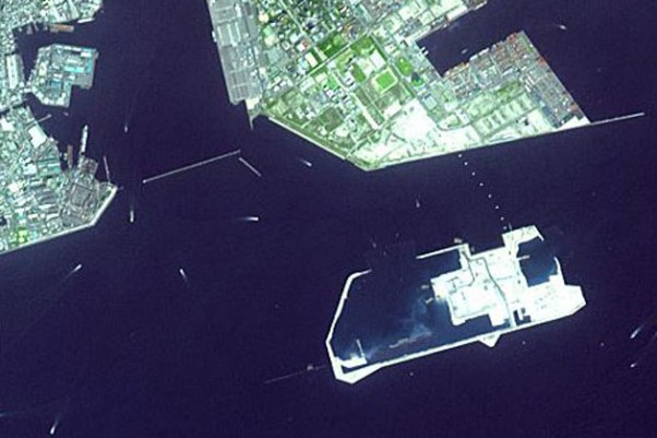 Kobe Airport during construction in 2003, as seen from the NASA Earth Observatory spacecraft