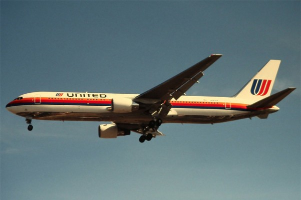 A United Airlines Boeing 767-300ER (N643UA) landing in London, circa 1991