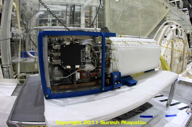 One of three fuel cells on Discovery. It has been extracted from the fuselage and drained of all the fluids inside rendering it useless. (Photo by Suresh A. Atapattu/WWW.ATAPATTU.NET)