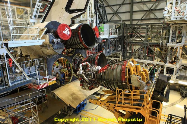 Space Shuttle Main Engine removal post STS-135. Note the form and appearance of the real RS-25 engine. (Photo by Suresh A. Atapattu/WWW.ATAPATTU.NET)