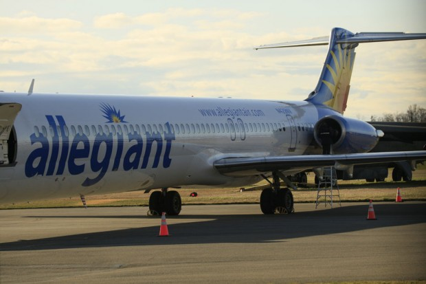 An Allegiant Air MD-83 at Paine Field, Wash., after it made an emergency landing