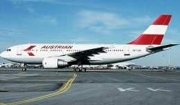 Austrian Airlines restarted international flights with this Airbus A310, OE-LAA New York, from Vienna to JFK in 1989. (Photo by Joe Pries)