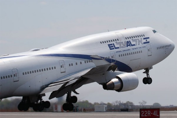 El Al Boeing 747-400 (4X-ELD) departing JFK&#039;s Runway 22R enroute to Tel Aviv. (Photo by Mario Craig)