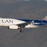 A LAN Airlines Airbus A319 (CC-CPL) on short final for Santiago. (Photo by Gordon Gebert)